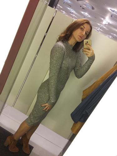 Селфи перед зеркалом в платье