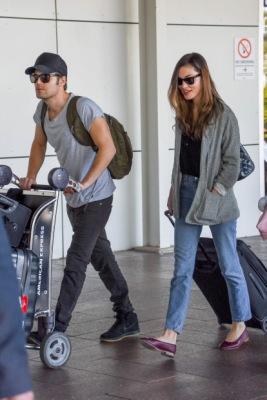 Пол и Фиби в аэропорту Сиднея [20 декабря]