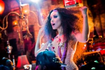 Фото со съемок клипа Кэт на песню «All Your Love»