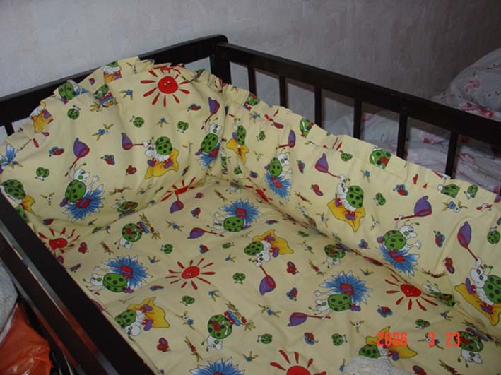 Из чего шьют бортики на детскую кроватку