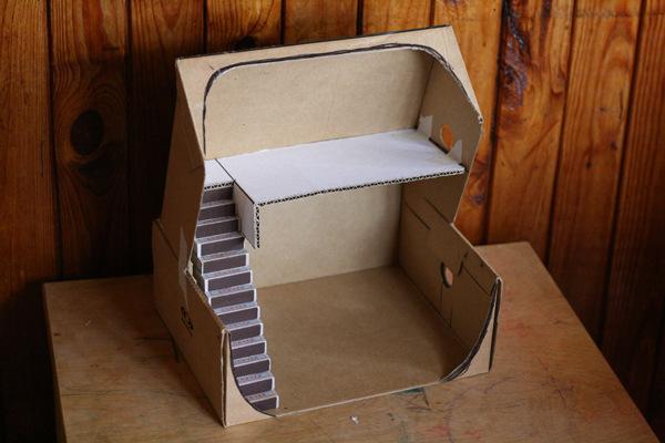 Как сделать дом из маленькой коробки своими руками